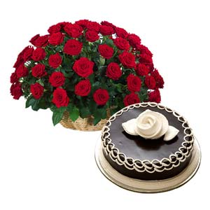 red roses with chocolate cake big love midnight